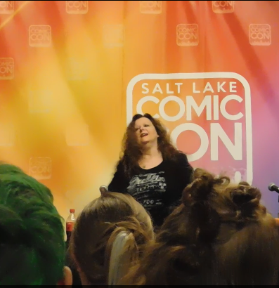Spotlight on Laurell K. Hamilton SLCC16 Panel still 2 - Laurell saying hi to her fans.