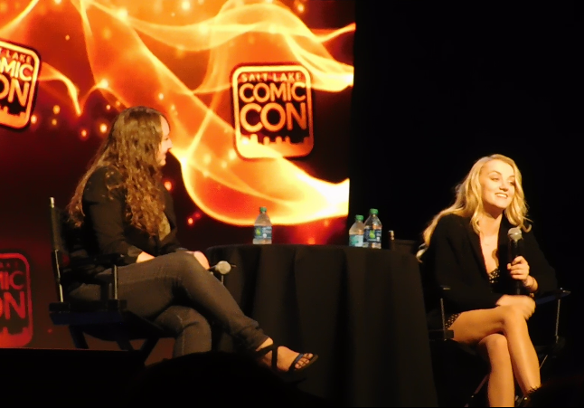 Evanna Lynch Panel SLCC16 still 2 Evanna answering a question from a fan.
